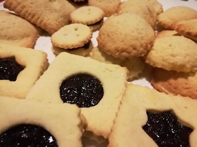 Ricetta veloce per i biscotti di frolla ripieni