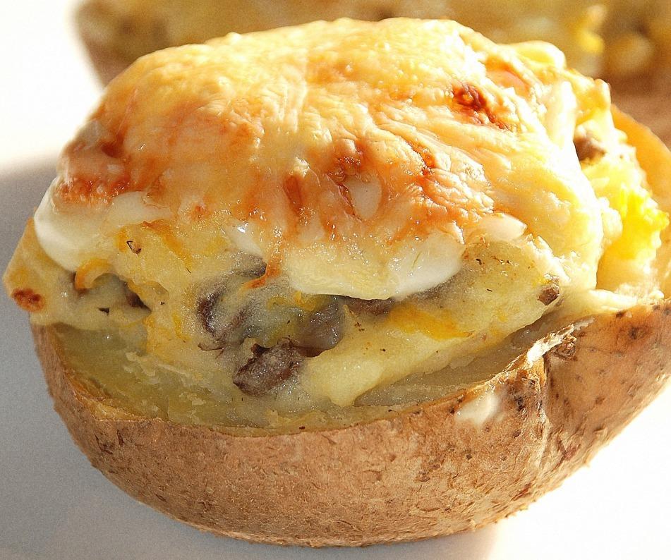 Вкусный картофель, фаршированный тыквой и грибами: быстро, просто, сытно
