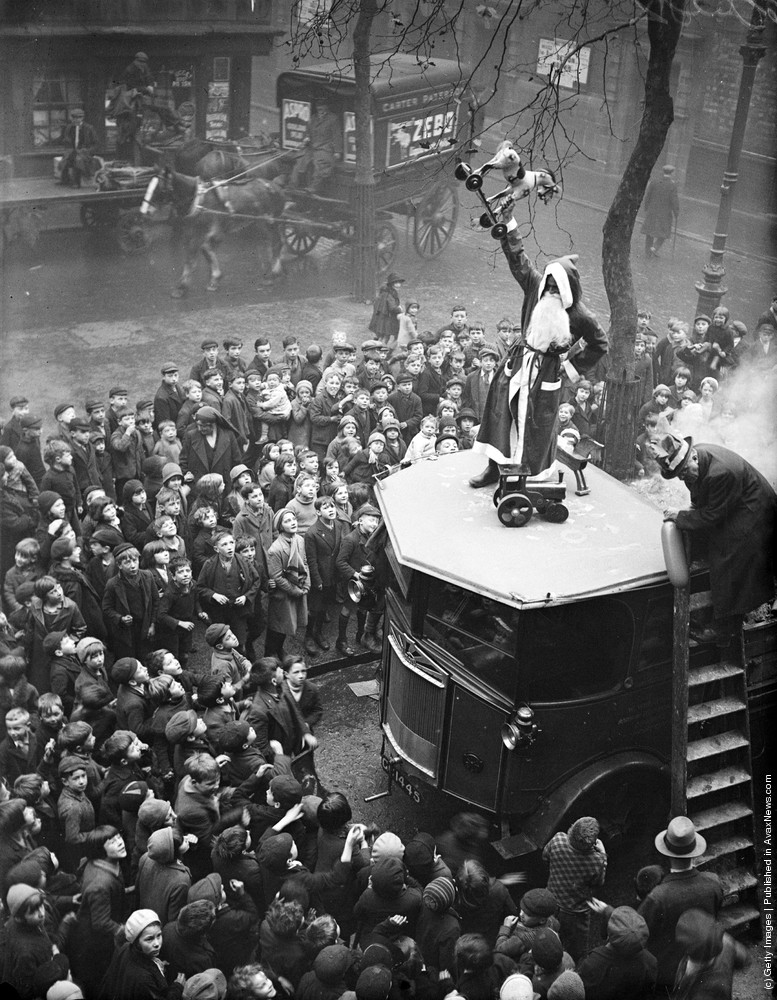 A Childrens Christmas Party At The Hoxton Mission London 18th November 1933 Photo By Fox Photos Getty Images