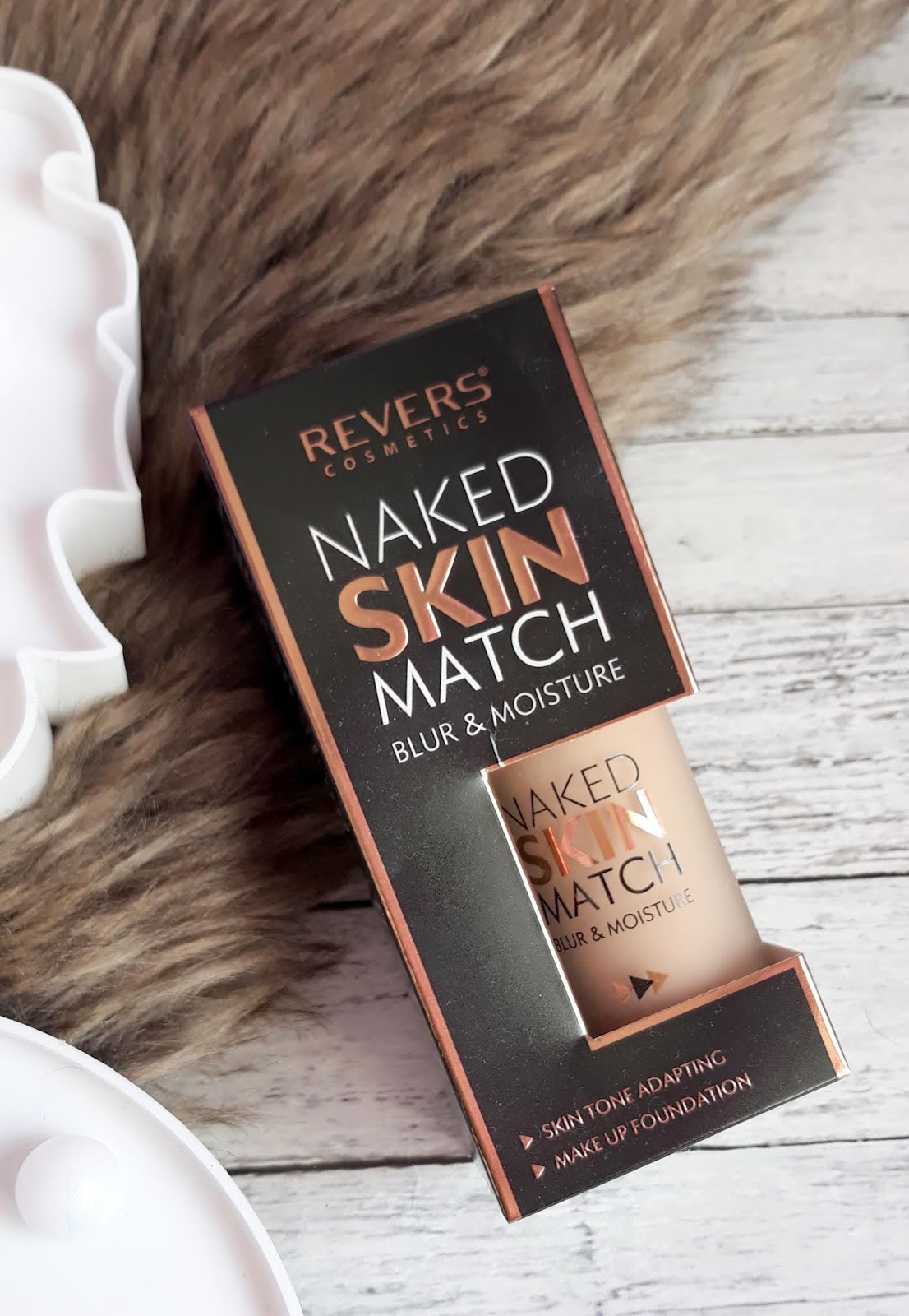 REVERS podkład Naked Skin Match