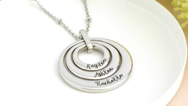 https://www.stampedon.com.au/family-rings-pendant-trio-with-rectangle-bail/