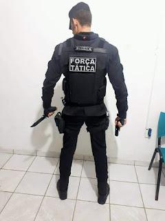 Seguranças trabalham em eventos usando símbolos da Polícia Militar
