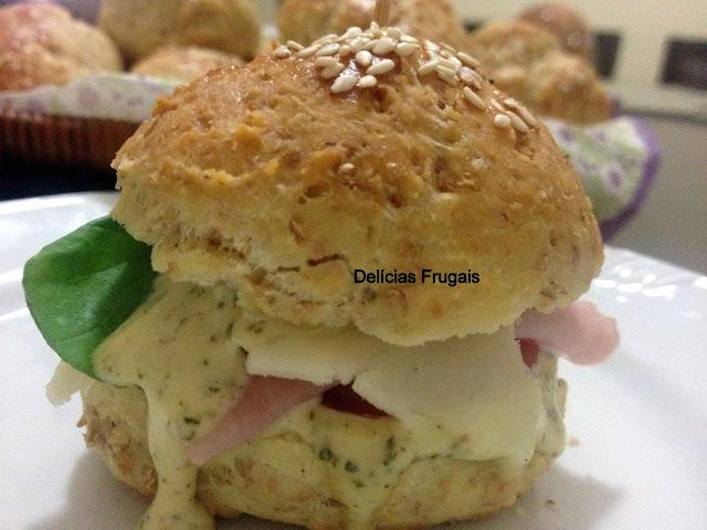 Lanche com pão de cebola - Delícias Frugais