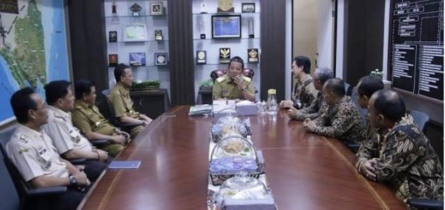 Viral Petang (25/02/2020) Bandar Lampung, -- Gubernur Lampung Arinal Djunaidi mendukung penuh pelaksanaan Krui Pro 2020 yang diagendakan pada 13-19 April 2020 di Kabupaten Pesisir Barat. Untuk menyukseskan acara itu, Gubernur Arinal langsung menghubungi Kementerian Pariwisata (Kemenpar) untuk berkoordinasi.