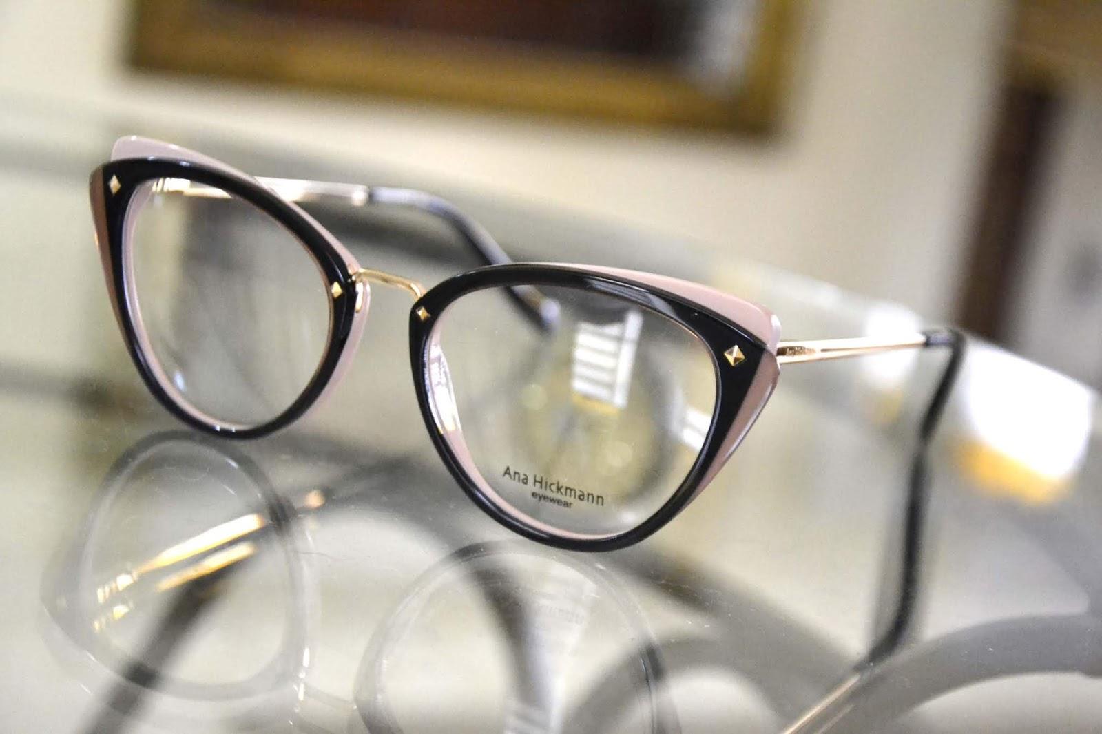 Antigamente os óculos de grau eram muito sérios, armações nada modernas e  bem caretas. e7f71cccb0