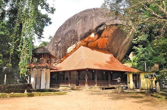 කදු වැටියක් මුදුනේ දිදුළන - හිඳගල රජමහා විහාරය ☸️🙏😇 ( Hindagala Rajamaha Viharaya ) - Your Choice Way