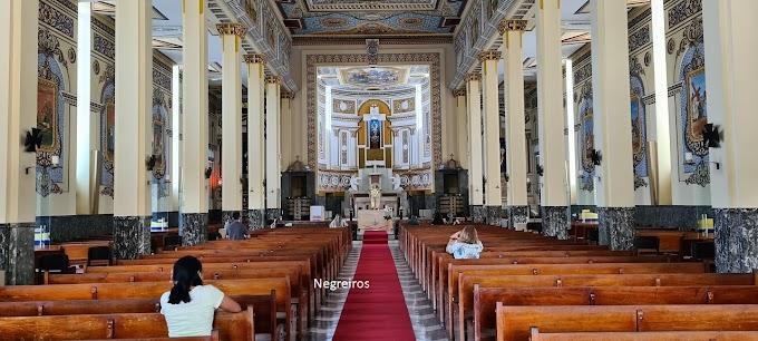 Catedral de Nossa Senhora da Guia volta a celebrar adoração do Santíssimo com presença de fiéis