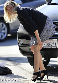 amy smart hot scene crank 2, amy smart photo while putting down her panty on road