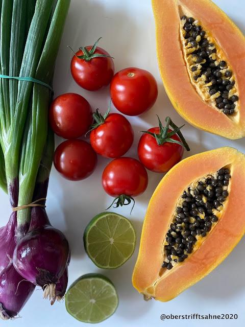 Tomatensalat fruchtig mit Obst