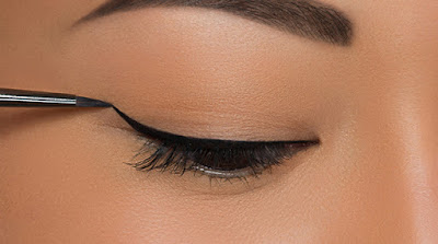 linea de pestañas básico con eye liner liquido