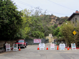 Hollyridge Trail trailhead closed