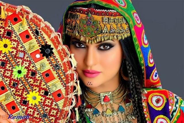 Wanita bagi Suku Pashtun bagaikan harta yang paling berharga dalam keluarga. Oleh karena itu harus dilindungi. Mereka akan sangat malu apabila ada wanita dalam keluarganya dilihat oleh orang dari golongan luar.