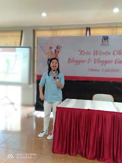 Liana Sari, Sales Marketing  Kota Wisata Cibubur menjelaskan Konsep Perumahan Mewah Neahville