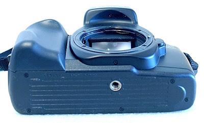 Canon EOS 700QD, Bottom