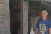 Nasib Sutrisno Karundeng Pedagang Kripik Pisang.