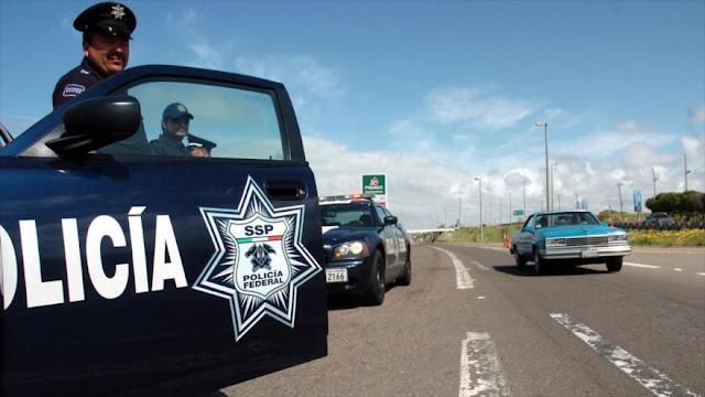 Policía mexicano dispara a un joven que lo grababa