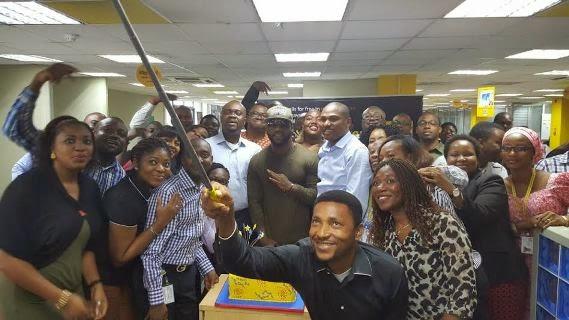 Iyanya With MTN Staff Taking A Selfie