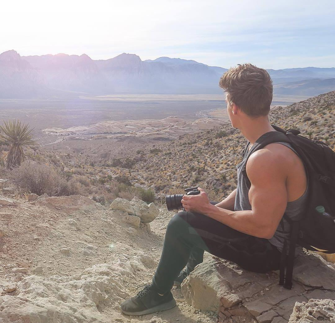 dreamy-men-photographer-james-liss-pictures-big-sexy-biceps-great-nature-view