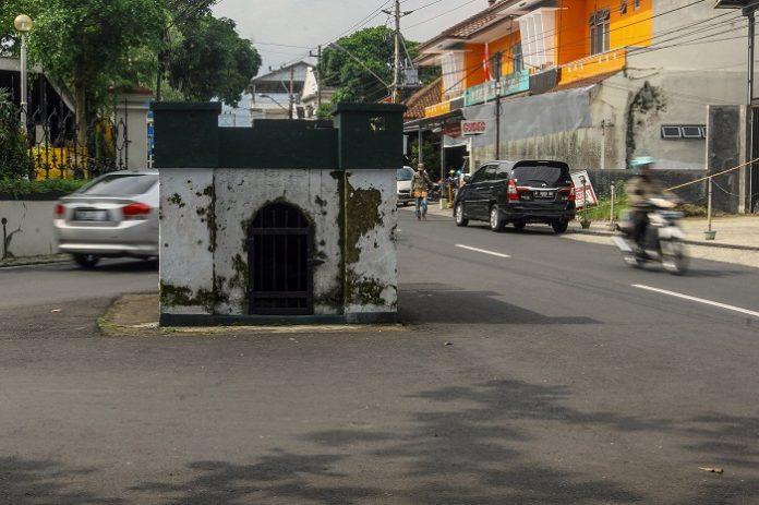 Mengungkap Kisah di Balik Misteri Makam di Tengah Jalan Raya Kota Purwokerto