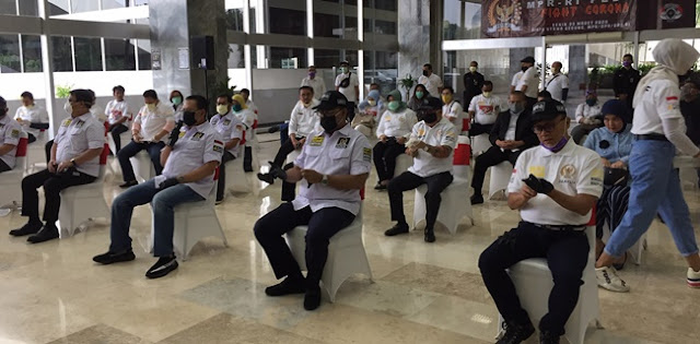 Beri 1000 Paket Berisi Masker Dan Jamu, Ketua MPR: Ini Baru Seujung Kuku