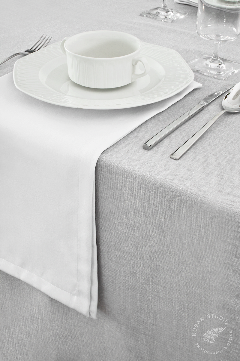TEXTILES FOR A MINIMAL TABLE-SETTING  / TEXTILES PARA UNA MESA MINIMALISTA