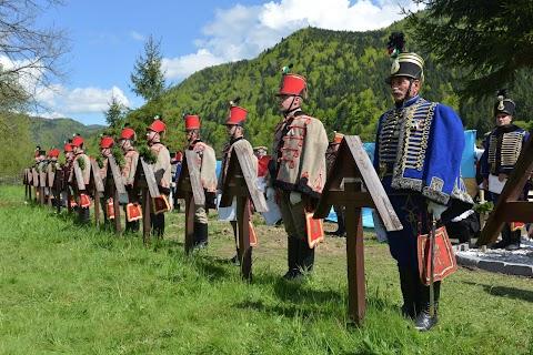 Cimitirul militar din Valea Uzului - Poliţia face percheziţii în judeţele Bacău şi Harghita