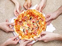 هل يتشارك كل الذين يفرطون في الأكل أو الذين يقللون منه في المعتقدات ذاتها ؟