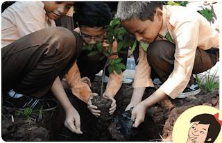 Siswa-siswa menanam pohon www.simplenews.me