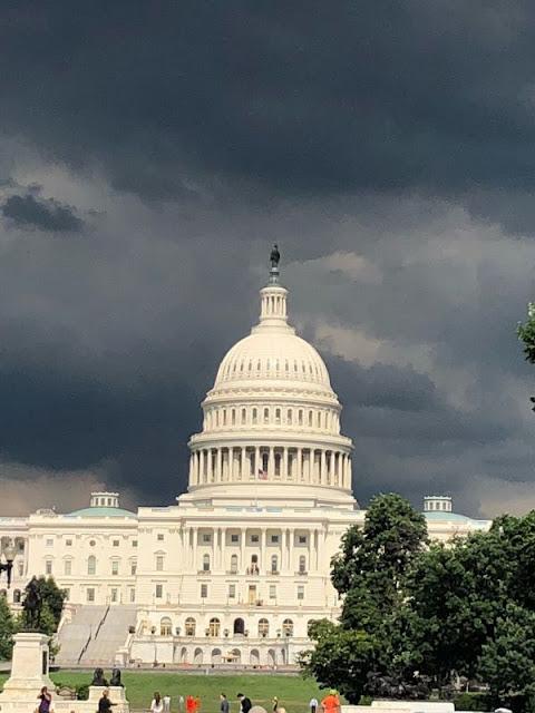 Blick auf das Capitol in Washington DC von der Mall aus aufgenommen