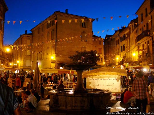 Nachtmarkt Les Vans Frankreich