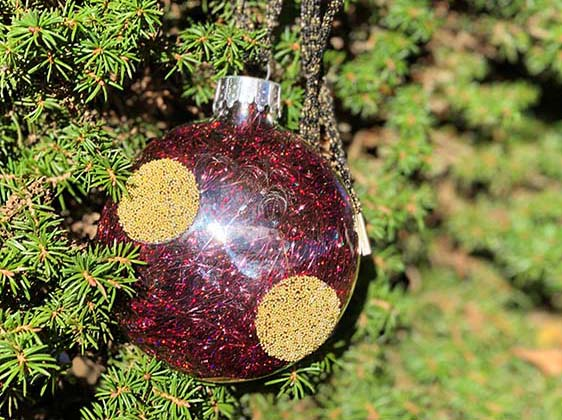 Kreinik hosts an ornament making party December 9 2017