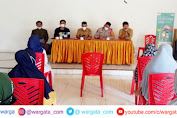 Hadiri Penyaluran BLT-DD, Kapolsek Curio Himbau Warga Desa Sumbang Patuhi Prokes