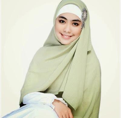 Koleksi Model Hijab Syar'i Oki Setiana Dewi Terbaru