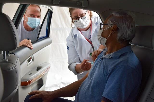 Em Colombo, Drive-thru de vacinação imuniza 3.610 idosos de 70 a 74 anos