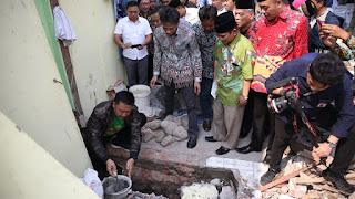 Menpora Letakkan Batu Pertama Rumah Pergerakan PMII Jatim
