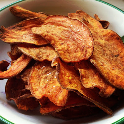 Healthy Baked Sweet Potato Chips  #sweetpotatorecipes