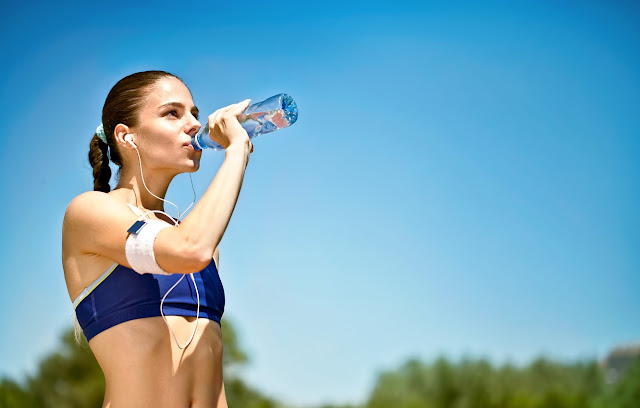 Nutritionist: Do not drink water from a plastic bottle