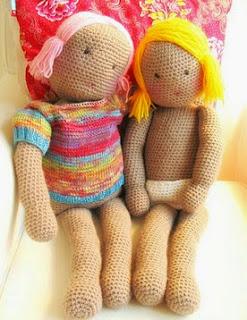 http://translate.googleusercontent.com/translate_c?depth=1&hl=es&rurl=translate.google.es&sl=de&tl=es&u=http://kardiomuffelchen.com/crochet/my-first-doll-free-crochet-pattern/&usg=ALkJrhiq7ZrdxoTa9cugXCOHSWuLyzWyKQ