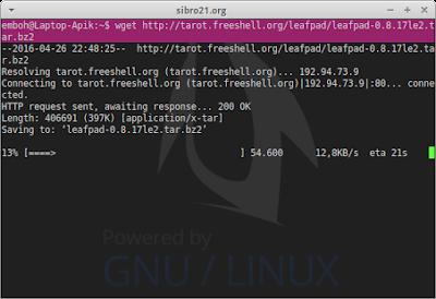 Jika sudah lalu download file .tar (source buat dijadikan .deb) sebagai contoh saya download aplikasi leafpad