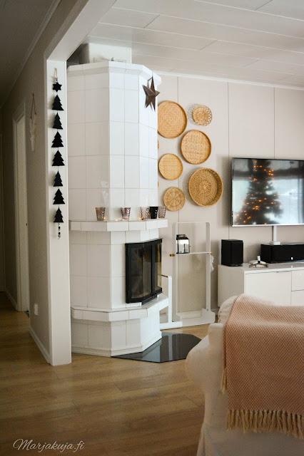 joulukoti joulukuusi olohuoneen sisustus joulu sohva takka