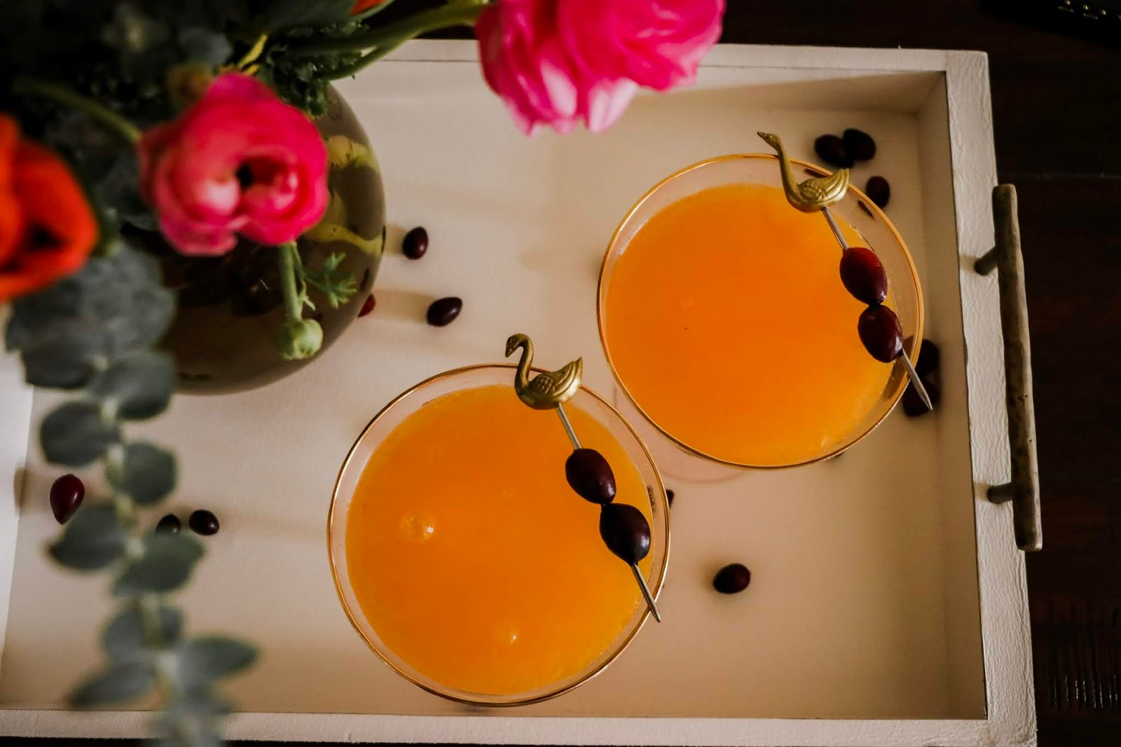 holiday drink, paloma cocktail, citrus based cocktail, entertaining drink, drink ideas for the holidays