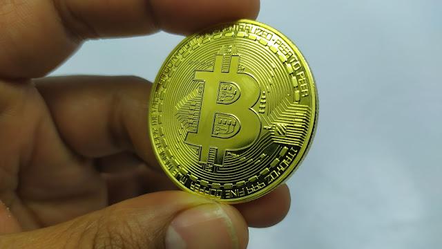 اشتريت عملة بيتكوين حقيقية و صلتني حتى المنزل - Creative Souvenir Gold Plated Bitcoin Coin