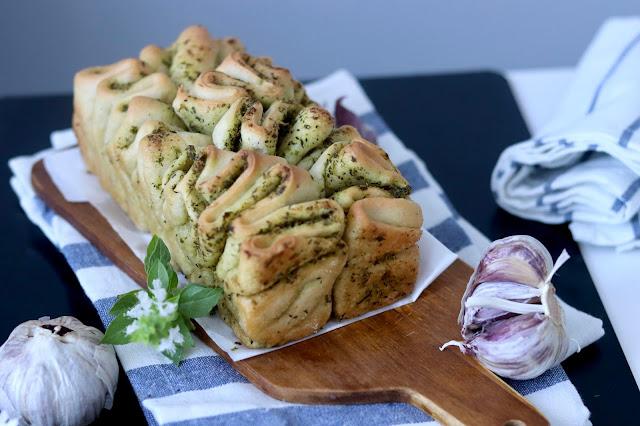 🌱 chlebek ziołowy na świeżych drożdżach