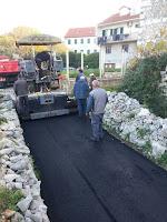 asfaltiranje ulica Dračevica Nerežišća slike otok Brač Online