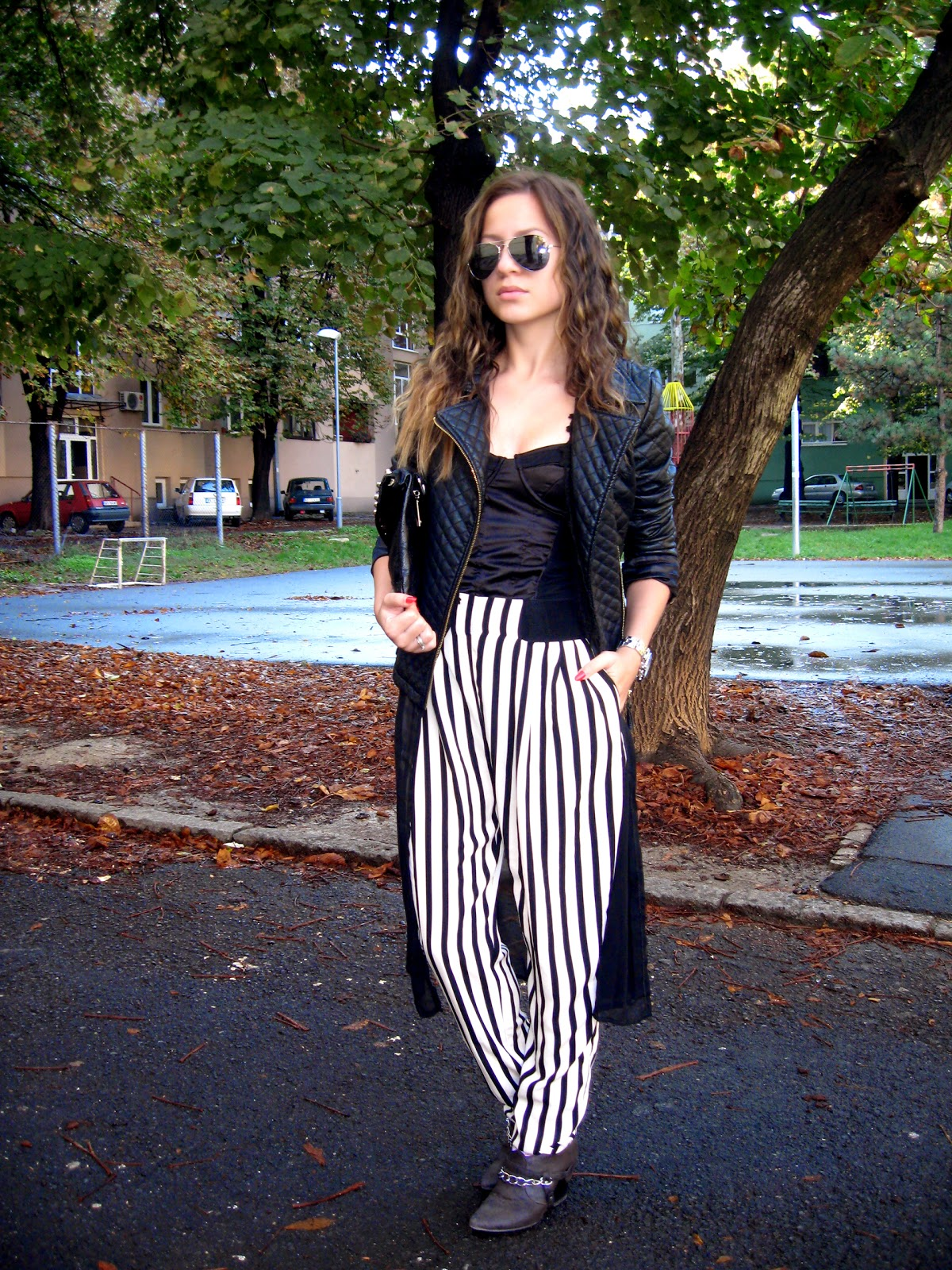 outfit, black and white pants, stripe pants, DIY chain cut boots, Tally Weijl black bustier, black crochet lace kimono, aviator sunglasses, c&a black pu faux leather jacket