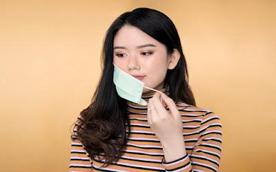 5 Cara Membersihkan Wajah Setelah Pakai Masker Seharian