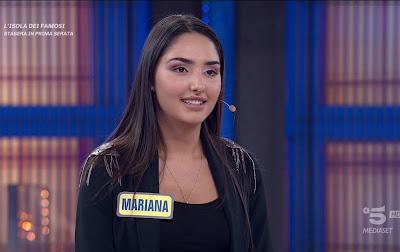 bella concorrente Mariana avanti un altro 1 aprile
