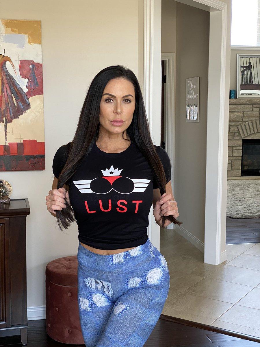 Kendra Lust : Hottest Pornstar Still Dominating the Internet