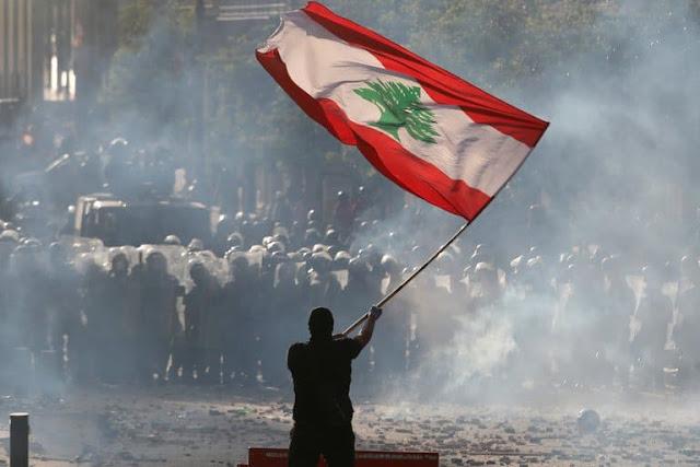 Renuncia el Gobierno de Líbano y la crisis crece sobre los escombros de Beirut