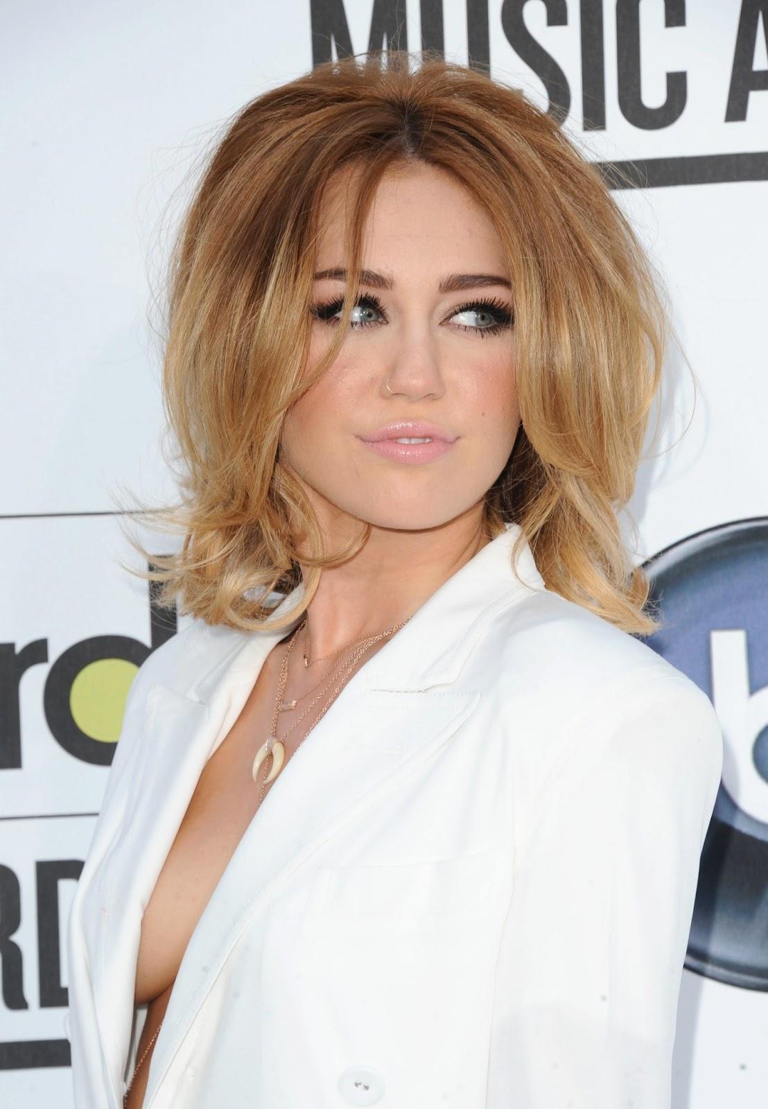 Miley cyrus boobs pics-3045
